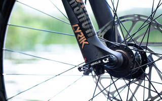 Как закрутить колесо на велосипеде