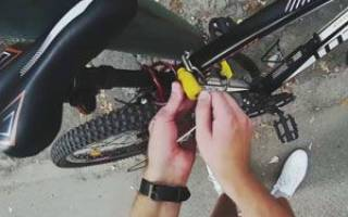 Как крепить на велосипед замок