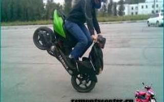 Как поставить скутер на переднее колесо