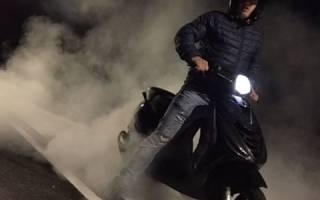 Почему дымит скутер