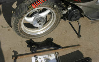 Как снять колесо со скутера