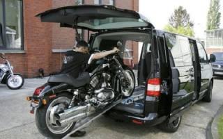 Как перевезти мотоцикл в машине